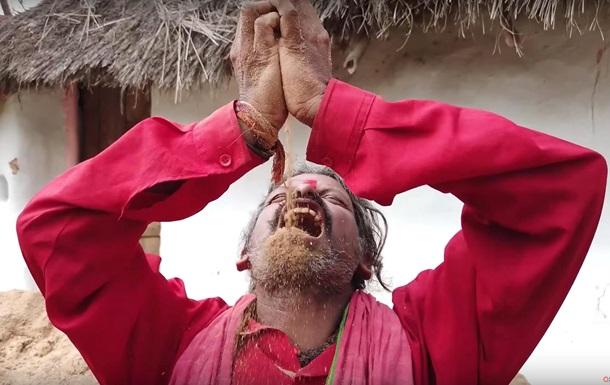 Индиец съел тонны земли и остался жив