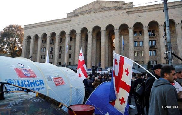 Протесты в Тбилиси: активисты заблокировали здание парламента
