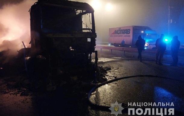 Пожежа і масове зіткнення: на Київщині сталася масштабна ДТП