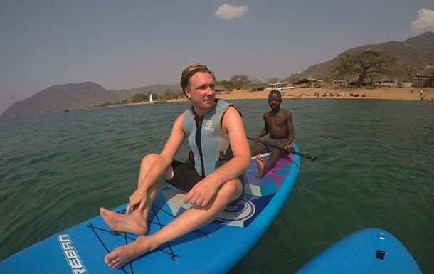 Турист оказался в коляске после купания в озере