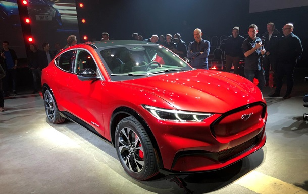 Ford представив електрокросовер Mustang