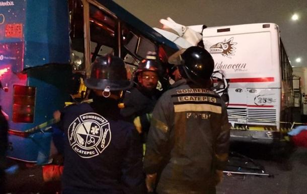 У Мексиці зіштовхнулися автобуси: загинули 11 людей, ще 25 поранені