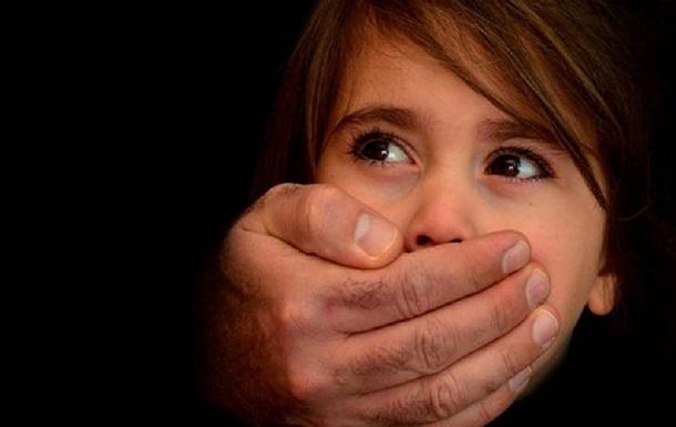 Прокурор використовував доньку як приманку для педофіла