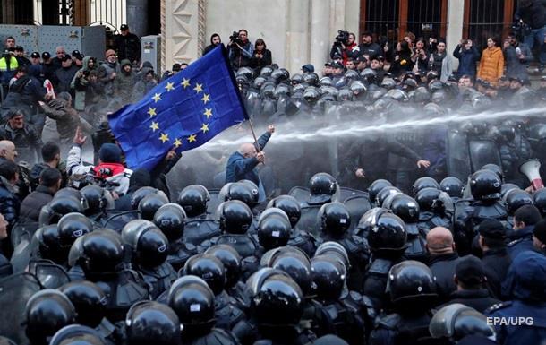 Жорсткий розгін. Грузини протестують за вибори