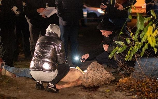 В Киеве нашли труп с веником на шее. 18+
