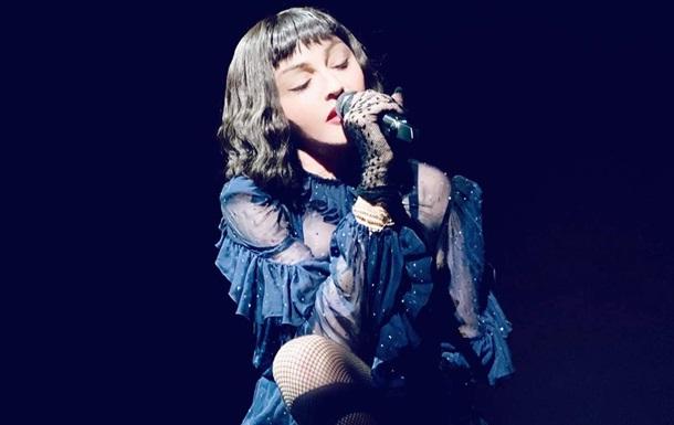 Мадонна в новом видео пьет мочу