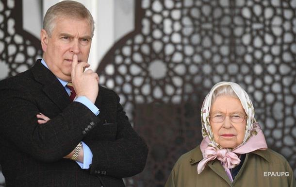 Син Єлизавети II склав монарші обов язки через секс-скандал