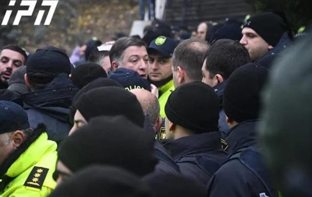 В Грузии протестующие подрались с полицией