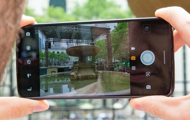 Камеры смартфонов шпионят за пользователями