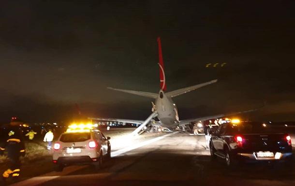 Самолет с пассажирами аварийно сел в Одессе