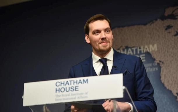 Гончарук наградил орденами трех британских депутатов