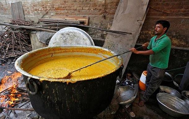 В Индии ребенок случайно сварился в котле с супом