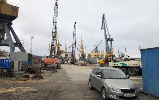 В морпорту Одессы проводят обыски