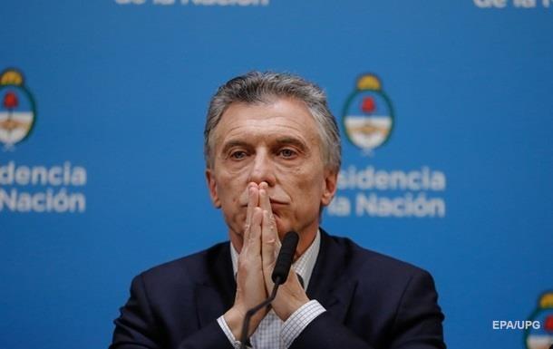 Президент Аргентины отозвал 17  политических  послов