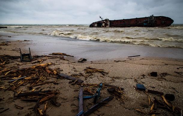 На месте аварии танкера ухудшается ситуация − СМИ