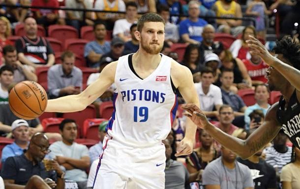 Украинцы в НБА: Михайлюк помог Детройту разгромить Атланту Леня