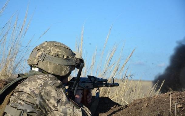 Перемирие на Донбассе: восемь обстрелов за сутки