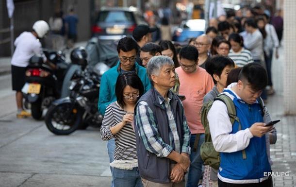 У Гонконзі на тлі протестів тривають місцеві вибори