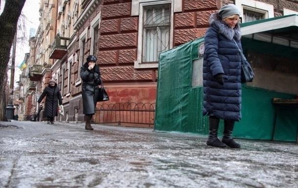 Ожеледь на Львівщині викликала масові ДТП