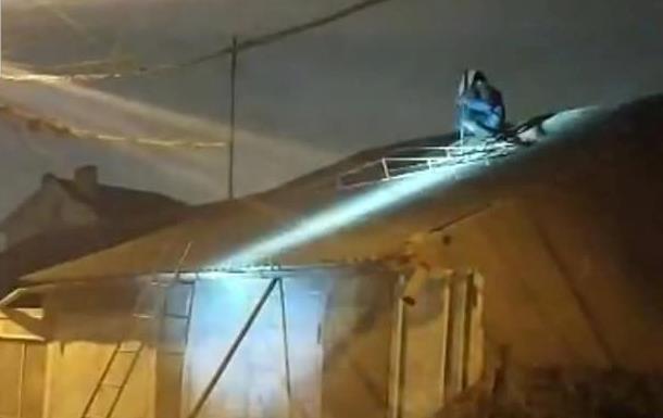 В Одесі коп впав з даху, намагаючись затримати психічно хворого