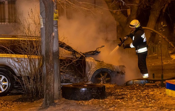 В Днепре ночью сгорело авто