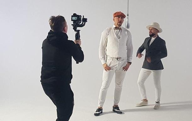 Музыканты Серега и MONATIK споют дуэтом в новом клипе