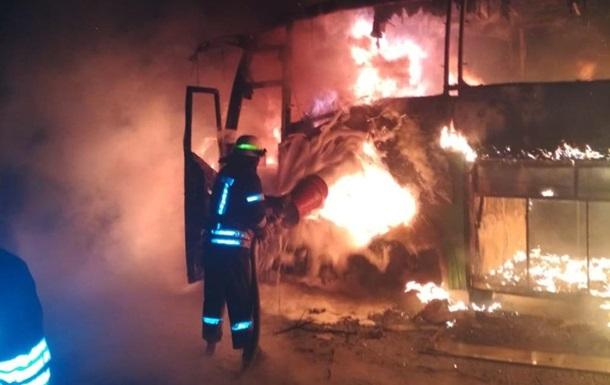 В Никополе сгорел пассажирский автобус