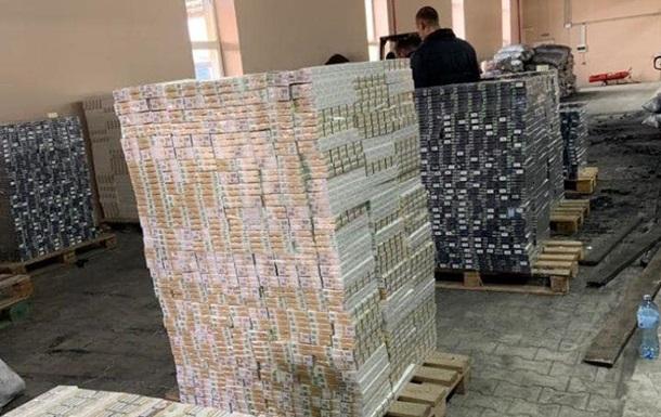 Знайдені на Буковині сигарети у вугіллі оцінили в 2,7 млн