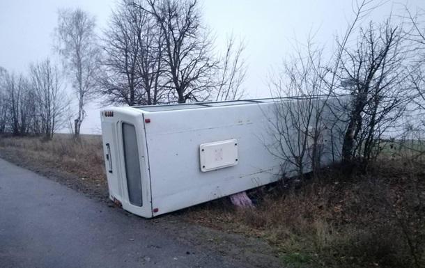 У Вінницькій області перекинувся рейсовий автобус, є постраждалі
