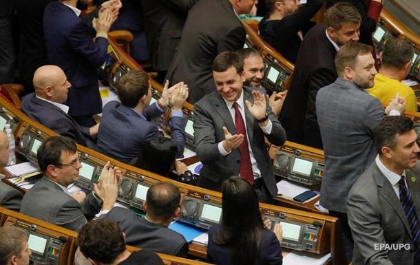 Украинцы недовольны непрофессионализмом нардепов - опрос