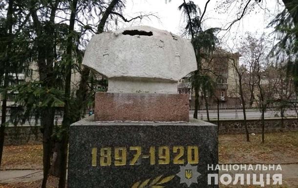 В Ровно украли голову у советского памятника