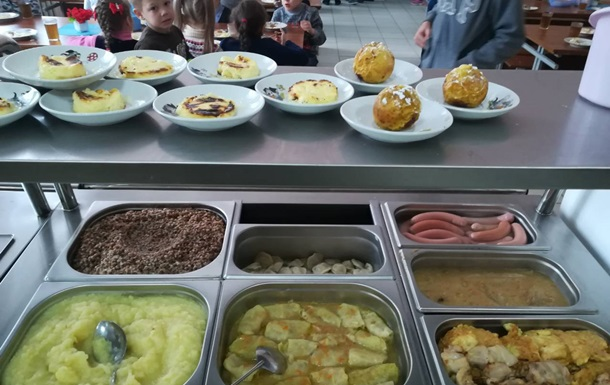 Кабмін вперше дав гроші на шкільні їдальні