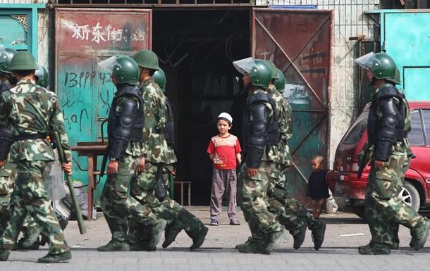 Концтабори для мільйонів уйгурів. Що знайшли в КНР