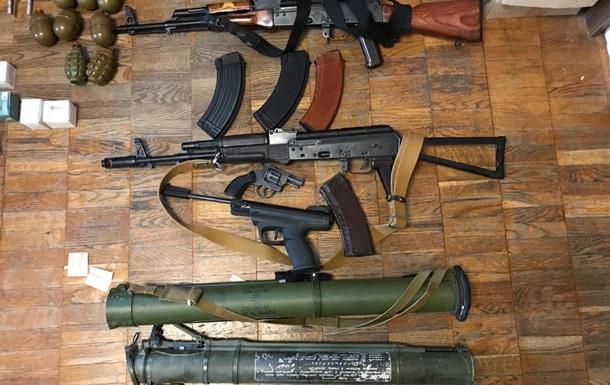 Полиция задержала киевлянина за торговлю оружием