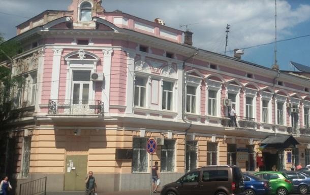 З балкона одеського відділу поліції вистрибнув чоловік