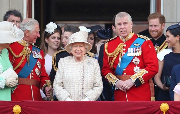 Єлизавета II зрікається престолу. Хто наступний