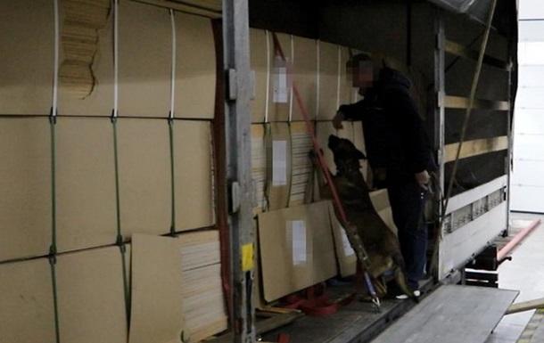 На кордоні з Угорщиною вилучили до 400 кг героїну