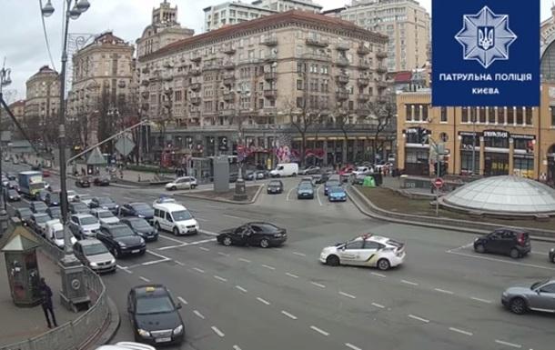 Поліція показала відео гонитви в центрі Києва