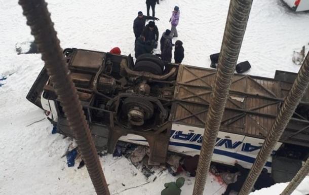 Аварія з автобусом в РФ: кількість жертв зросла до 20