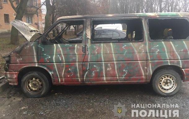 В Полтаве сгорел микроавтобус волонтеров