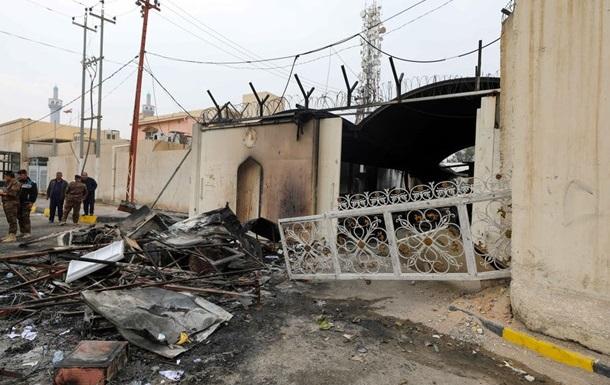 Протестующие в Ираке снова подожгли консульство Ирана
