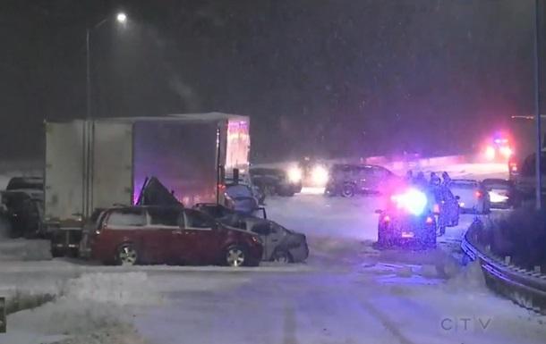 У Канаді 40 авто зіткнулися на трасі, є жертва