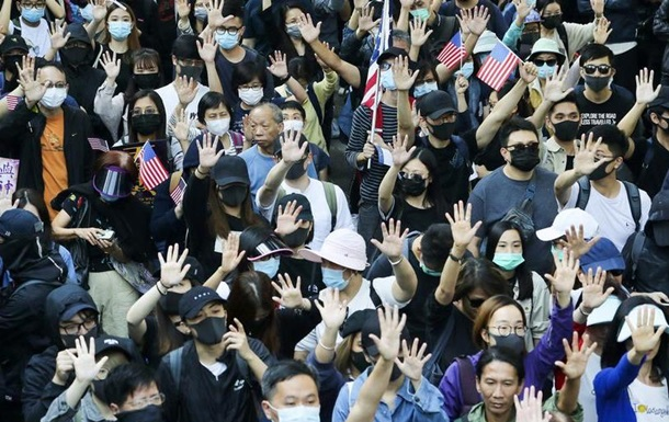 У Гонконгу після тижневого затишшя відновилися протести