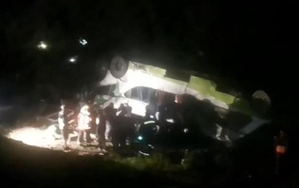 У Чилі автобус упав у яр: 15 загиблих