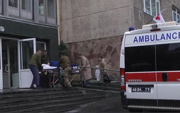 У Львів доставили 13 поранених бійців із зони ООС