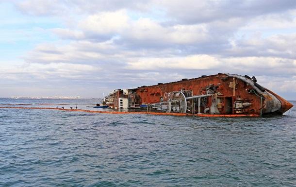 Аварія танкера в Одесі: власник пообіцяв прибрати судно до кінця року
