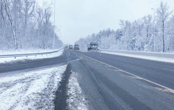 Рятувальники дістали зі снігової пастки 70 авто