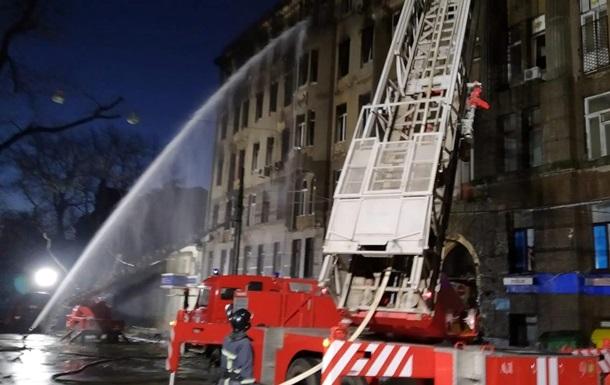 Пожежа в Одесі: на місці продовжують працювати рятувальники