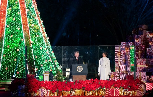 Трамп запалив вогні на головній різдвяній ялинці