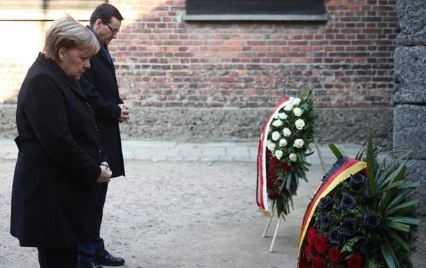 Меркель вперше відвідала концтабір в Освенцімі